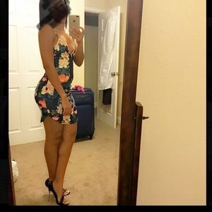 Dresses & Skirts - Mini floral dress ~ like new